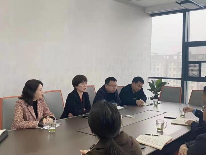 农业银行河南省分行投资银行与金融市场部总经理崔剑梅一行到访信阳华信投资集团